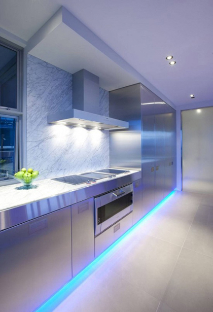 Magnificent-Modern-Kitchen-With-LED-Lighting