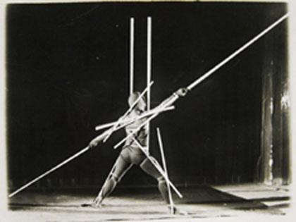 Oskar-Schlemmer_Stelzenläufer-1927_Bauhaus-Barbican-1024x765