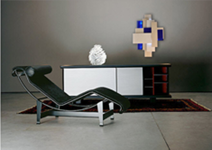 contemporary-lacquered-sideboard-with-sculpture