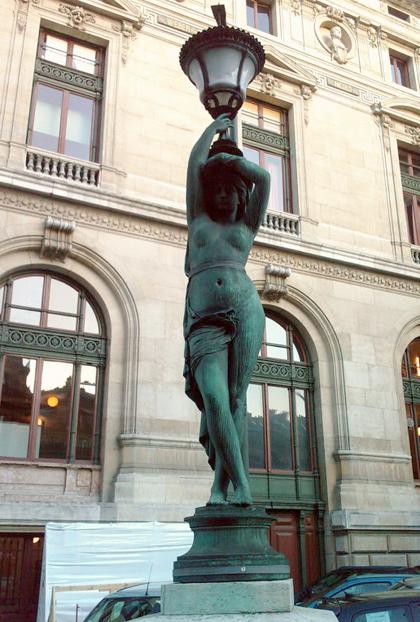 Palais_Garnier_06_Exterior_Sculpture_Detail_2008