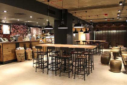 Starbucks_Dworzec_Centralny_w_Warszawie_3