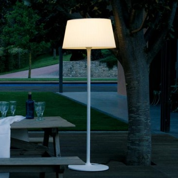 vibia-plis-outdoor-floor-lamp_im_366